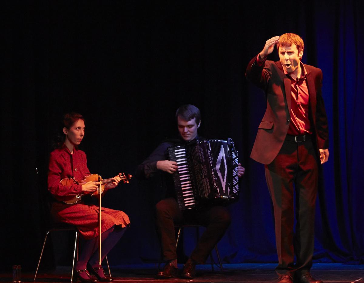 storyteller Dominic Kelly and folk musicans Bridget Marsden and Leif Ottosson